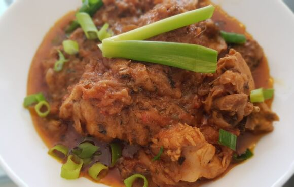Chicken Do pyaza (3 Persons)